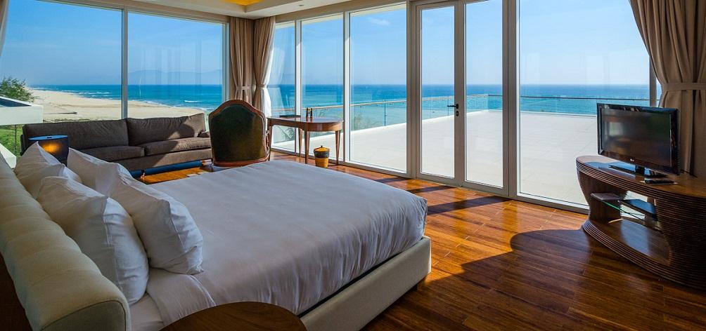 4 bed room pool villa