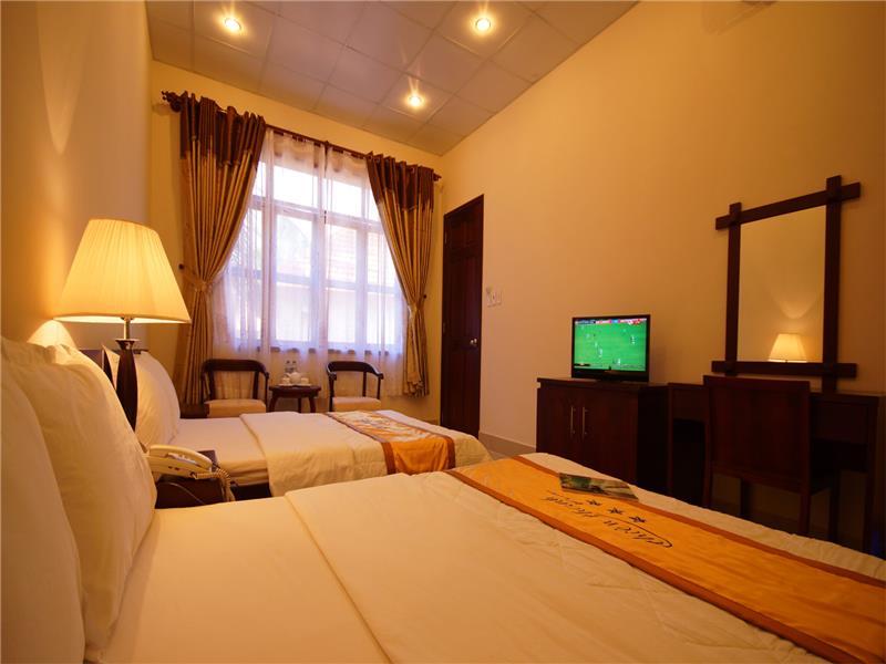Phòng Hotel hướng núi (1-2 pax)